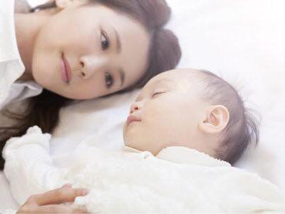 赤ちゃんと女性